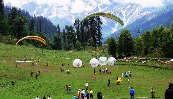 Things To Do In Manali: Paragliding in Solang Valley